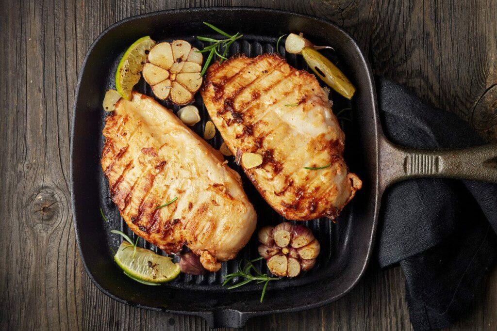 طريقة عمل ساندوتش الدجاج بالبيستو